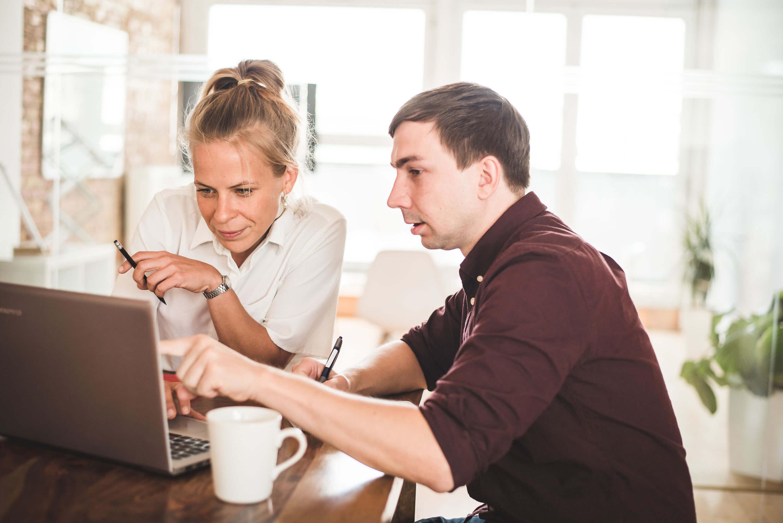 Zwei Usability-Experten werten Remote-Usability-Test aus