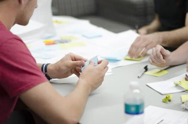 erfahrener Usability-Berater erstellt die Teststrategie