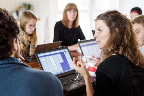 UX-Interim bei der Schulung neuer Mitarbeiter